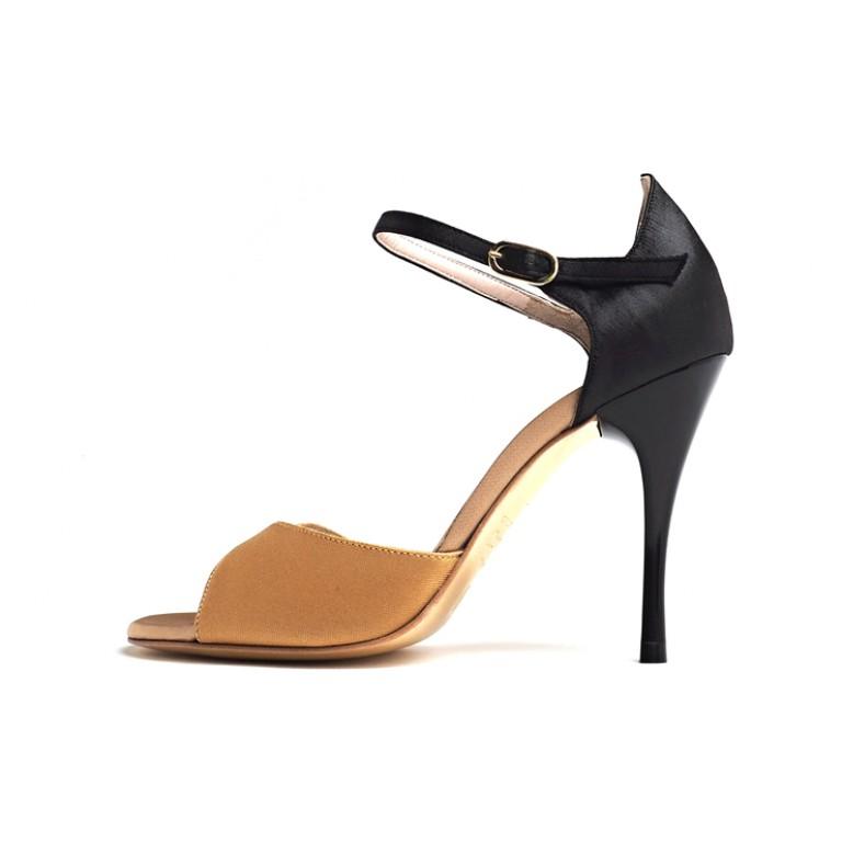 Comme il Faut Shoes - Dorado Negro Punto Stilo